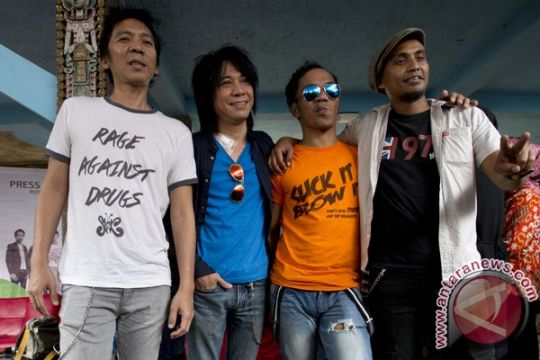 Slank tidak dapat izin konser di Lombok