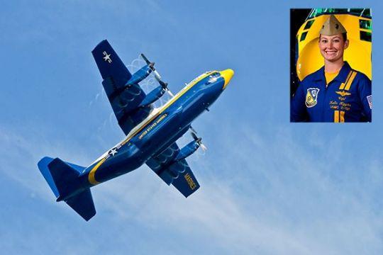 Blue Angels punya perempuan pilot