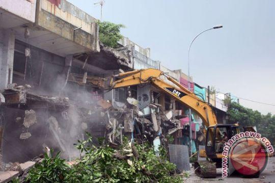 Ratusan bangunan liar dibongkar untuk percepatan KA Bandara