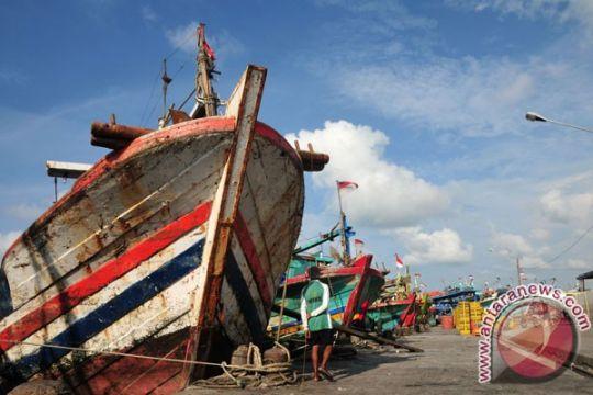 NTT larang kapal dengan alat bantu penangkap ikan beroperasi