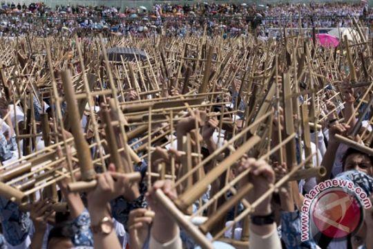 6.000 pelajar main angklung di Gedung Sate