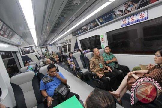 Kereta api Railink Bandara Soeta beroparasi 2016