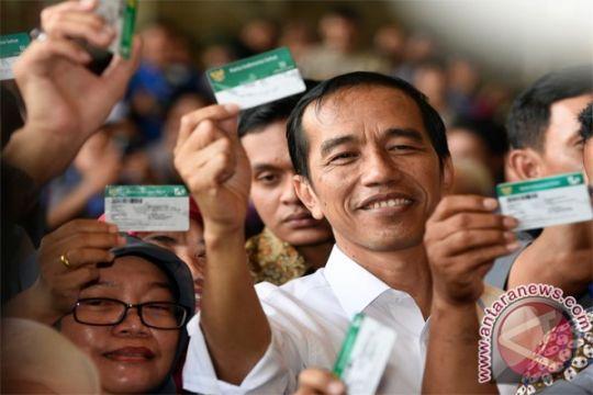 Presiden Jokowi bagikan KIS pada warga Bangkalan