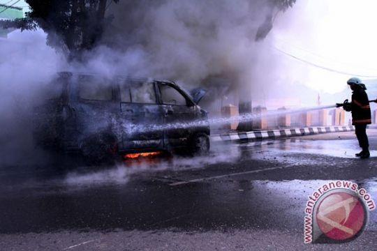 Polisi selidiki perempuan tewas terbakar di mobil