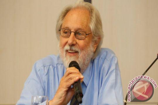 David Puttnam produseri film tentang aktivis Greenpeace