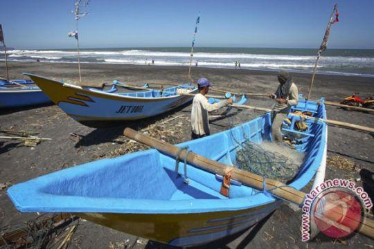 Pantai Depok penuh sampah, ini yang dilakukan nelayan