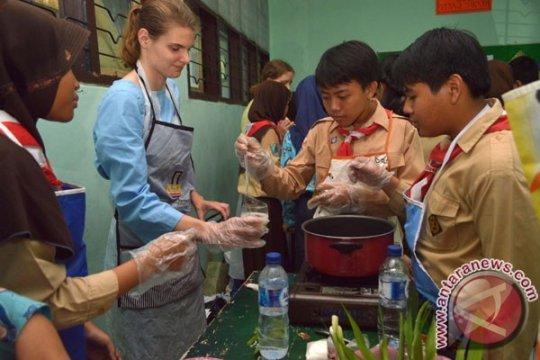 55 relawan asing akan mengajar di indonesia