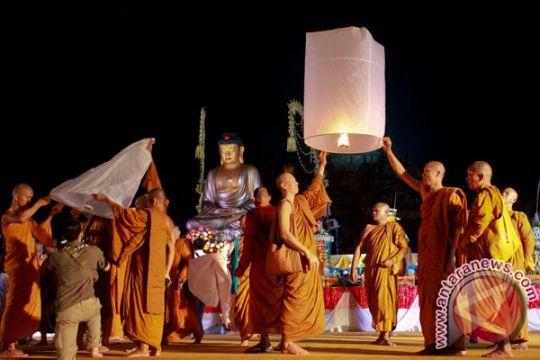 Umat Buddha lantunkan Kitab Tipitaka di Taman Lumbini Borobudur