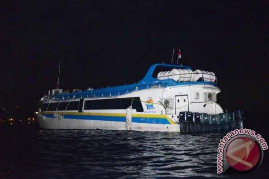 Perahu cepat terbakar, dua warga Lombok terluka