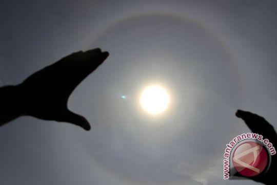 Ratusan wisatawan saksikan kulminasi matahari di Pontianak