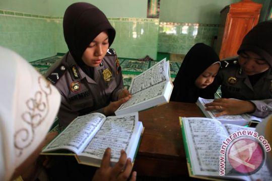 Polisi Kapuas Hulu baca Alquran dan Alkitab sebelum apel