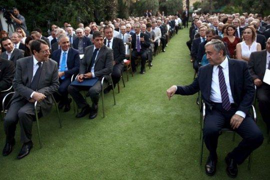Cavusoglu: Penyelesaian yang abaikan warga Siprus Yunani tak diterima