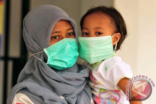 Gejala khas pneumonia, batuk disertai sesak napas