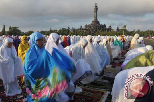 "Tradisi ""ngejot"" di Bali saat Idul Fitri"