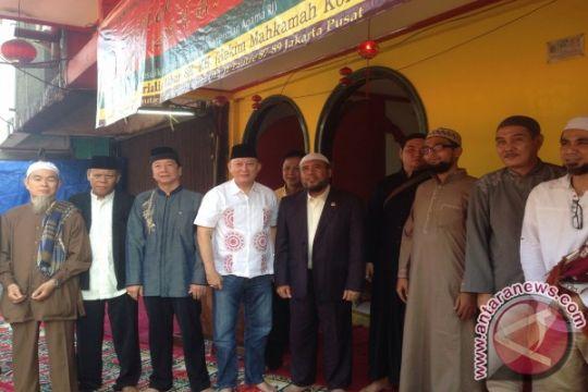 Patrialis Akbar jadi khotib masjid Lautze