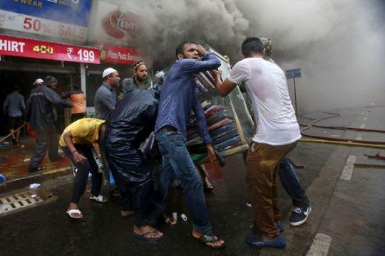 12 orang tewas, 15 cedera akibat tembok ambruk di India