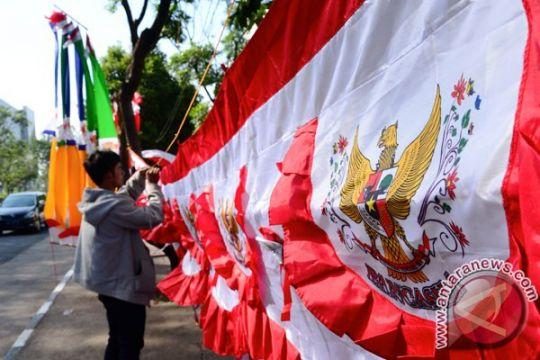 Salah pasang, pedagang bendera ditegur Satpol PP