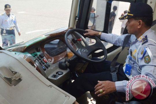 Menhub sidak kesiapan bus untuk lebaran di terminal Harjamukti Cirebon