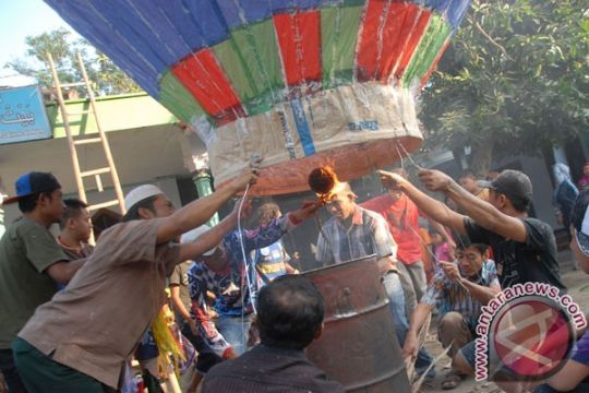Tradisi balon udara bahayakan penerbangan