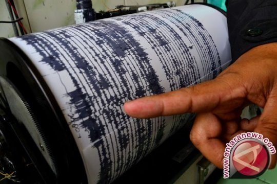 Warga Gorontalo berhamburan keluar rumah karena gempa 7,1 SR