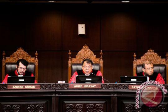 MK tolak permohonan uji materi UU OJK