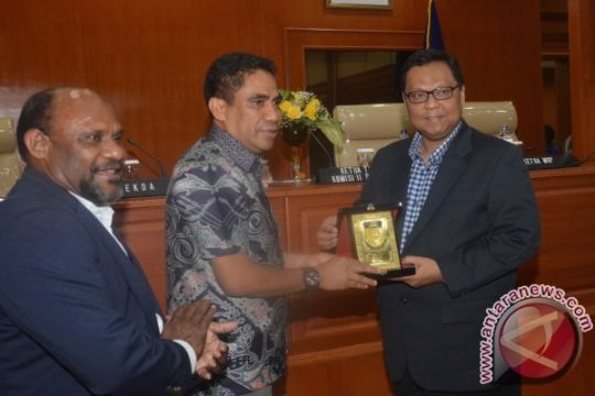 Sekda Papua minta pemeriksaannya ditunda sepekan