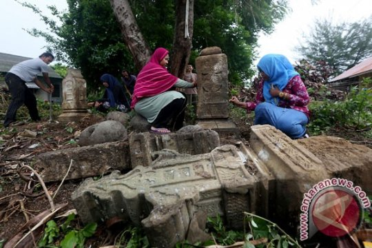 Batu nisan purbakala ditemukan warga Dusun Ranjok NTB