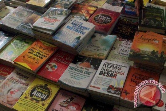 Hari ini ada bazaar buku murah lalu pameran karya da Vinci
