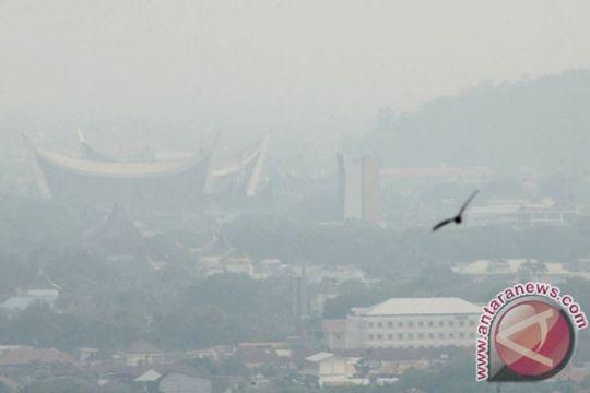 Kabut asap kiriman selimuti Padang