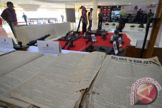 Puluhan komunitas gelar pameran koran langka di Pontianak