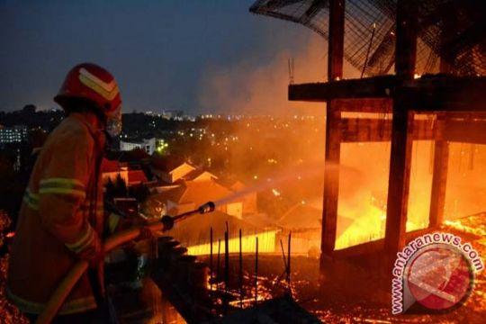 Warga dan santri berhasil padamkan kebakaran pesantren Darul Karomah