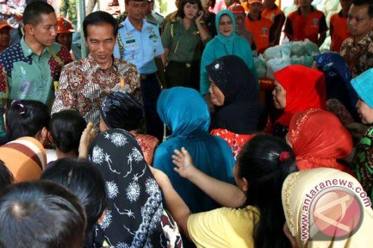 Presiden bagikan 1.000 paket sembako di Jakbar