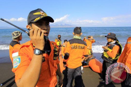 Asyik berfoto, tiga wisatawan tewas terseret ombak di pantai Lebak
