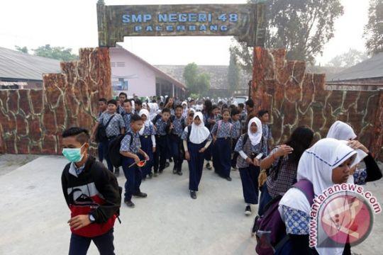 Kemdikbud: siswa belajar mandiri karena kabut asap