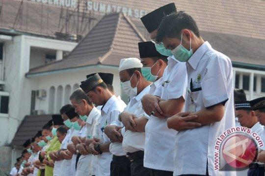 Gubernur dan warga Sumatera Selatan shalat istisqa untuk memohon hujan