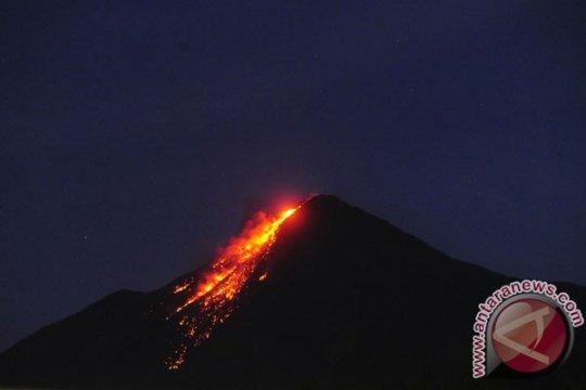 Gunung Karangetang masih luncurkan lava pijar