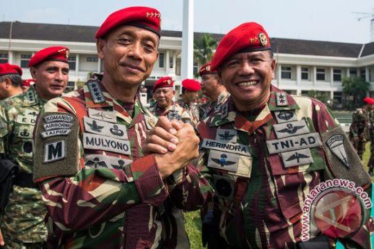 Jenderal TNI Mulyono perintahkan lucuti kaus palu arit