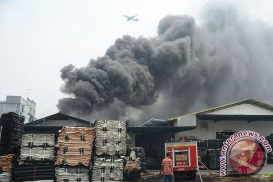 """Pabrik """"springbed"""" di Binjai terbakar"""
