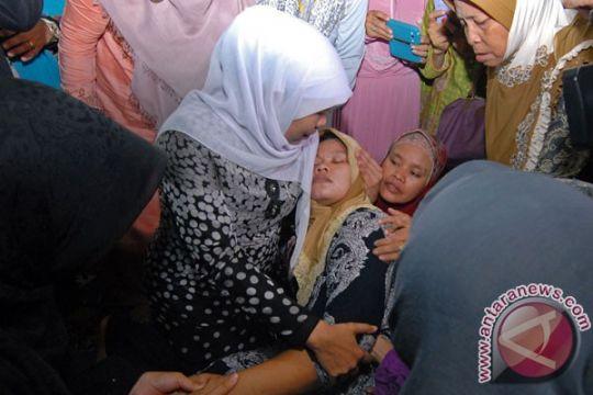 Ibu PNF pingsan dalam pelukan Khofifah Parawansa