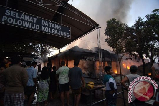 150 kios pasar di Pamekasan terbakar