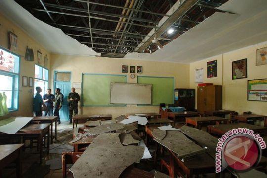 Atap ruang kelas SDN di Jember ambruk