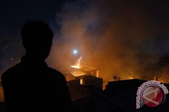 Kebakaran minimarket di Rawamangun dipadamkan