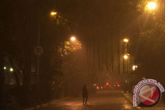 Hujan landa Jakarta siang ini