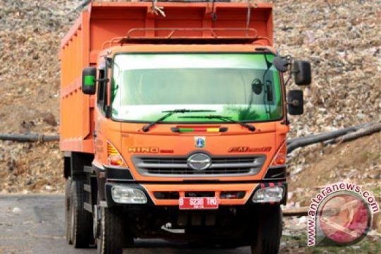 Pemkot Bekasi lepas puluhan truk sampah DKI