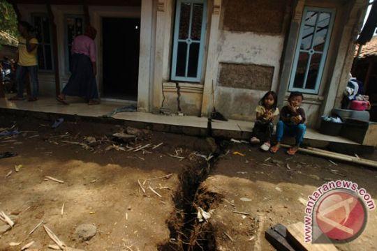 Delapan rumah di Kuningan rusak akibat pergerakan tanah