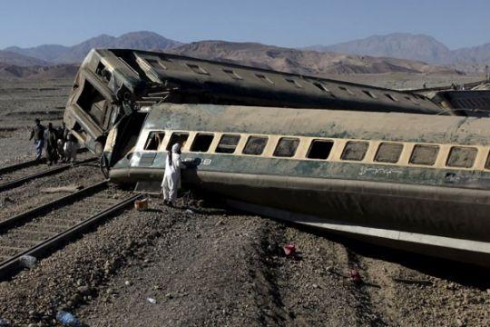 Dua tewas akibat kereta penumpang Yunani tergelincir