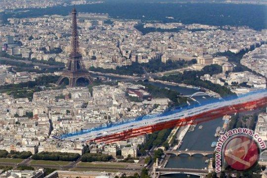 Pemimpin Eropa bersama Presiden Macron ikuti parade Hari Bastille