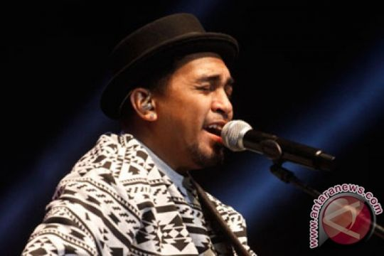 Glenn Fredly ceritakan gagal nonton konser Ruth Sahanaya (YouTube)