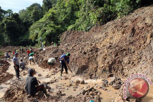Satu pekerja tambang tertimbun longsor kembali ditemukan