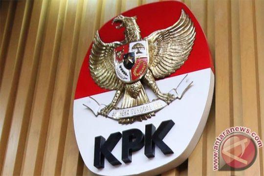 Bupati Buton selatan ditangkap kemudian dibawa ke gedung KPK